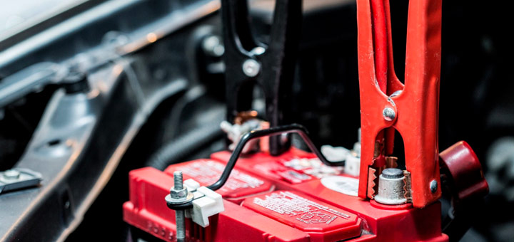 mitsubishi-aprende-usar-cargador-bateria-auto