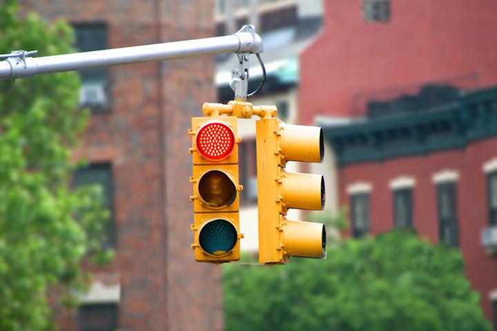 sigue-semaforos-senales-transito